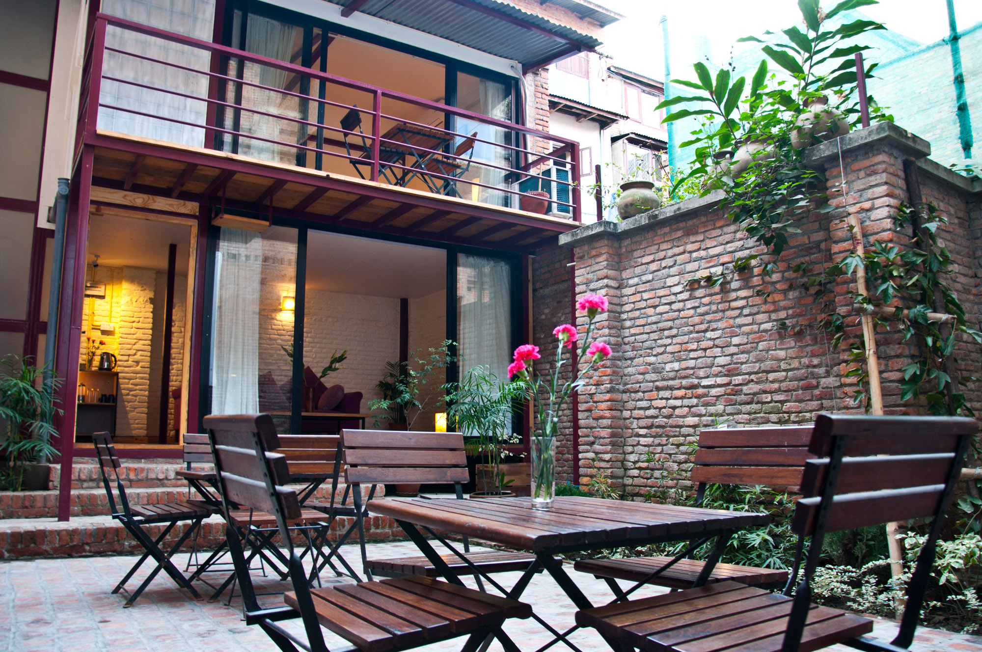 Guests can enjoy your coffee, breakfast or lunch in a peaceful courtyard with friends or family.