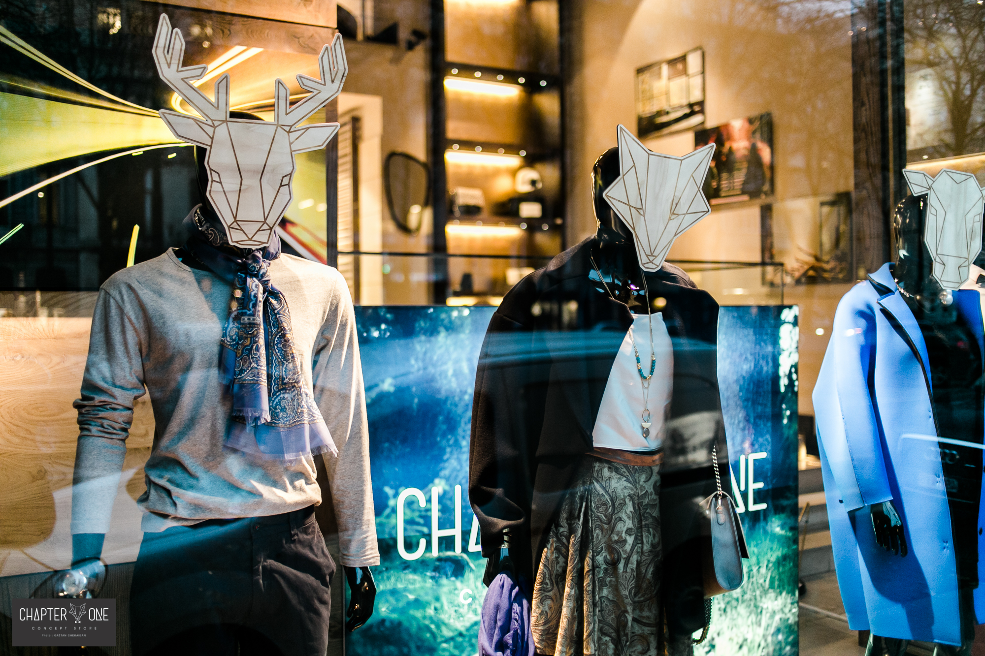 Vlevle-chapter_one-Visual_Identity-store_window-graphic_design-gaelle_de_laveleye
