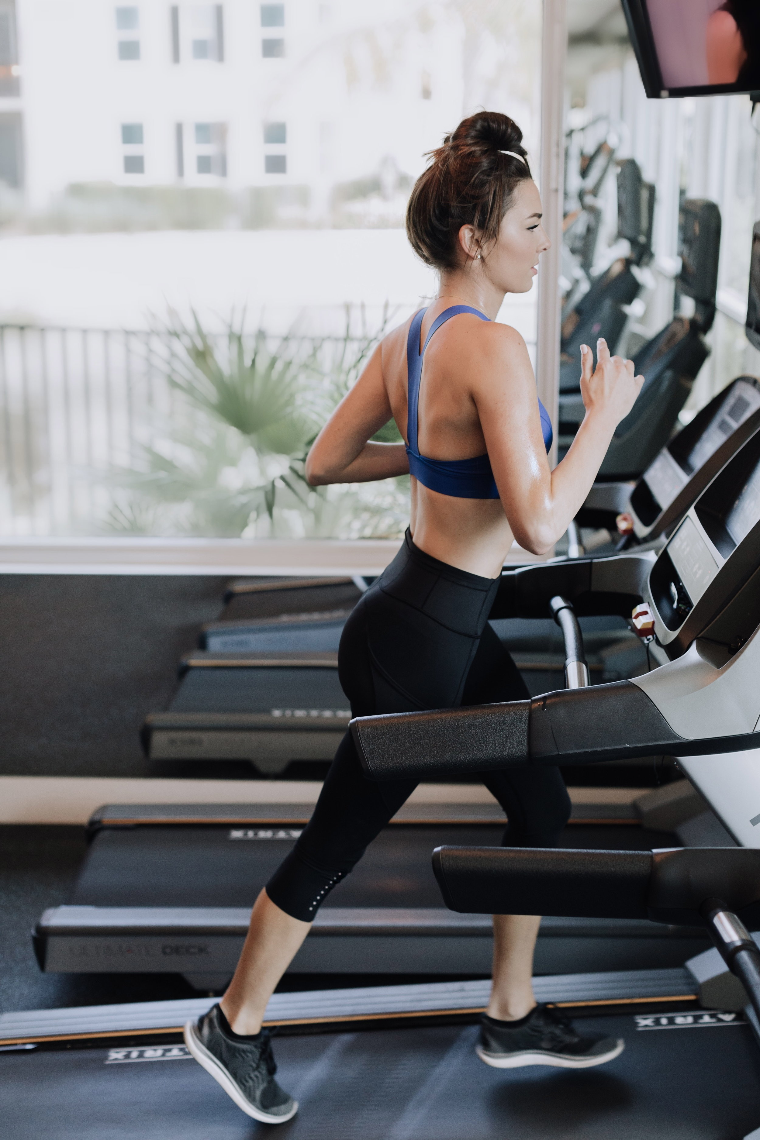 (1 min sprint intervals combined with speed walking at an incline)