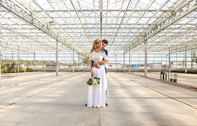 Let's talk wedding styles!  Rustic, Vintage, Industrial, Romantic, Bohemian, Modern, Traditional — the options are endless!  A unique thing about our greenhouse space is that it can cater to almost ANY wedding style. During the cooler months, the open space creates an industrial feel with the polished concrete and metal pipes.  FYI — every couple gets a 30 minute photography session in our greenhouse when you book with #EventsAtHoles 📸