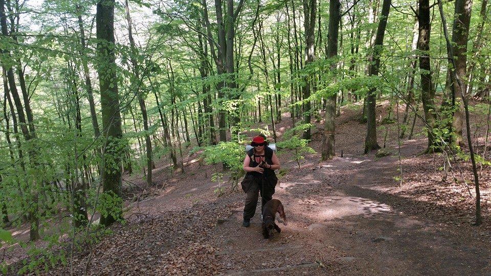 Her ses Ginnie og Jeg på vej op af en MEGET stejl skårning. Puha..!