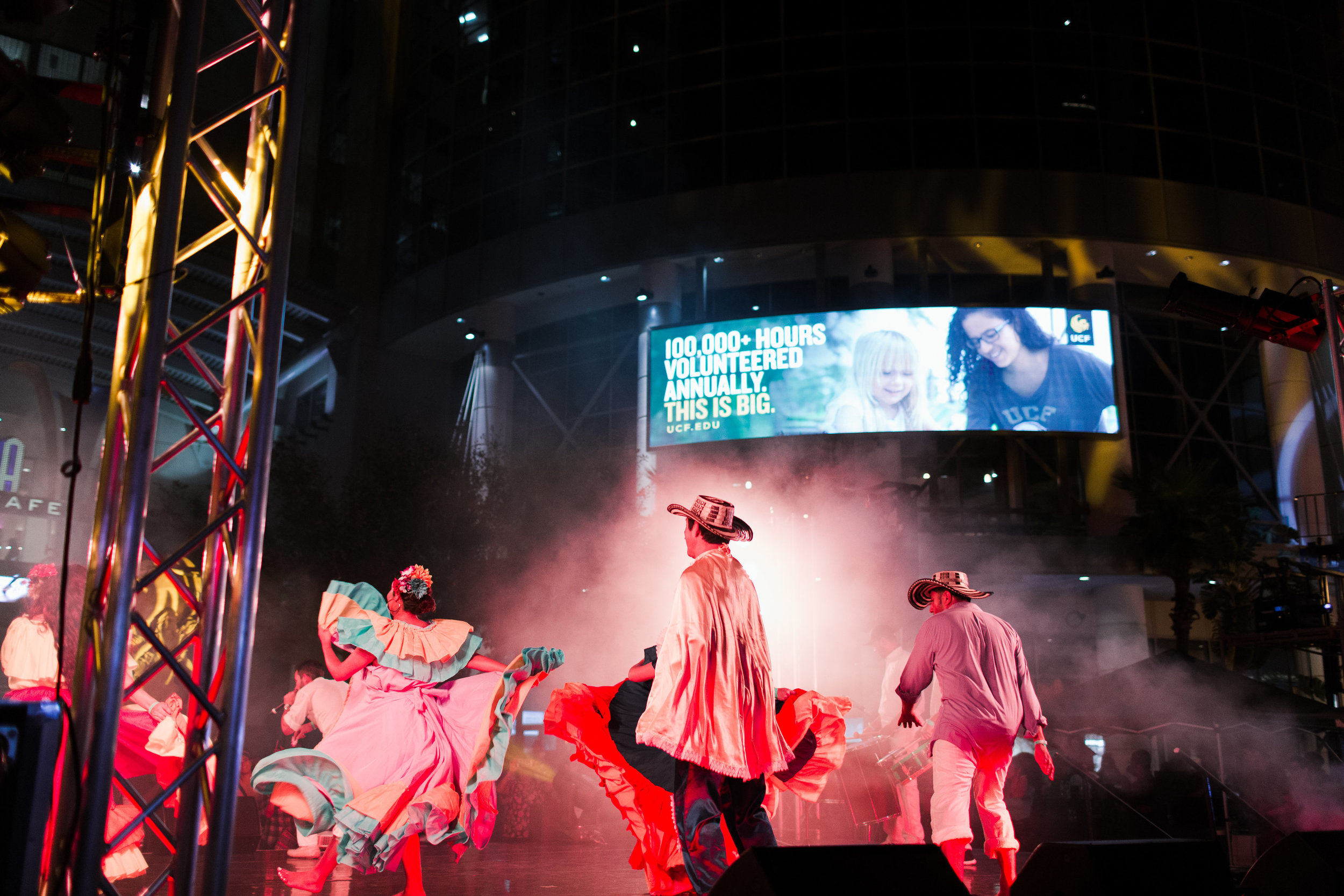 Performances from across Latin America (photo : Vine and Light Photography)