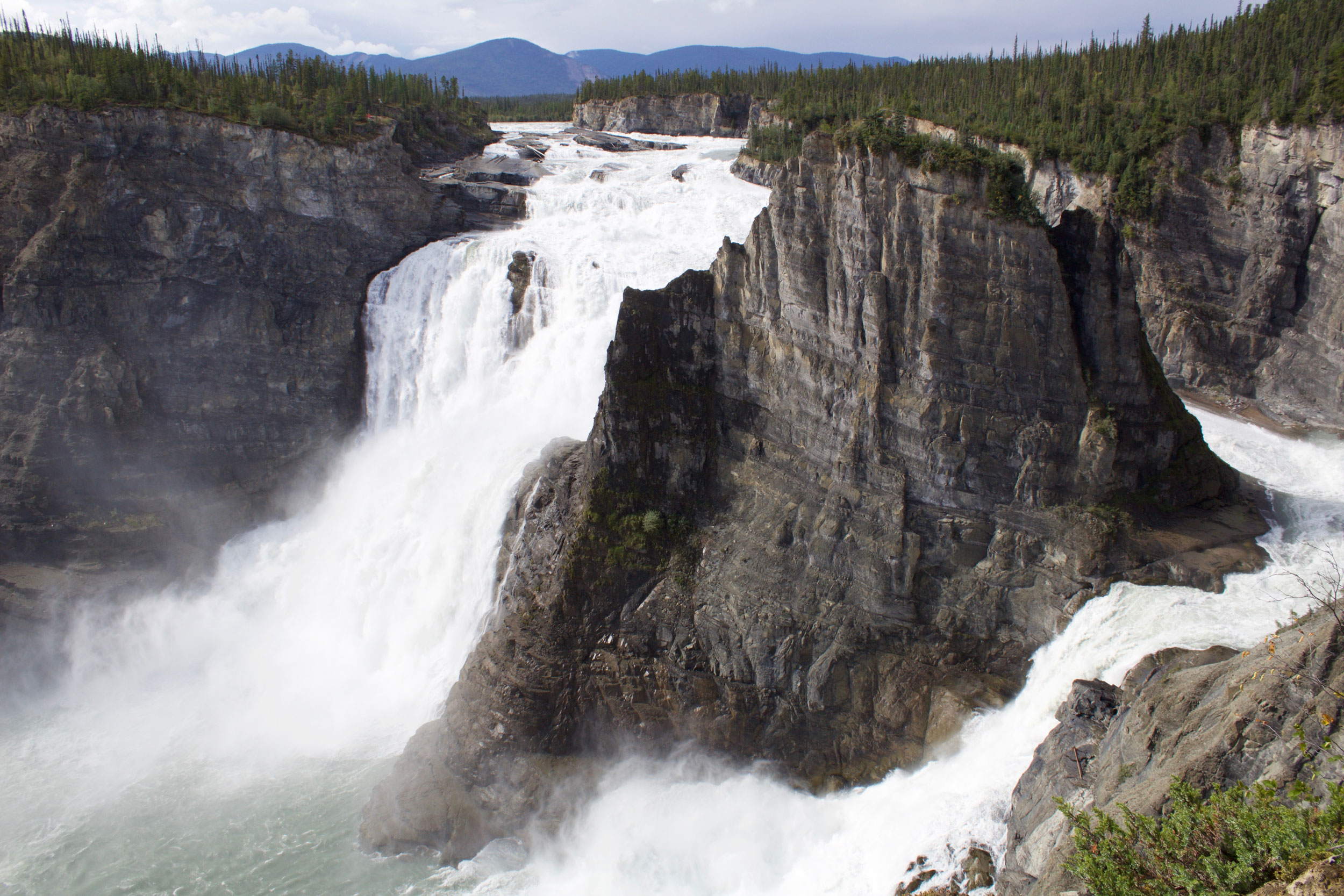 Nahanni River Virginia Falls River left lookout.jpg