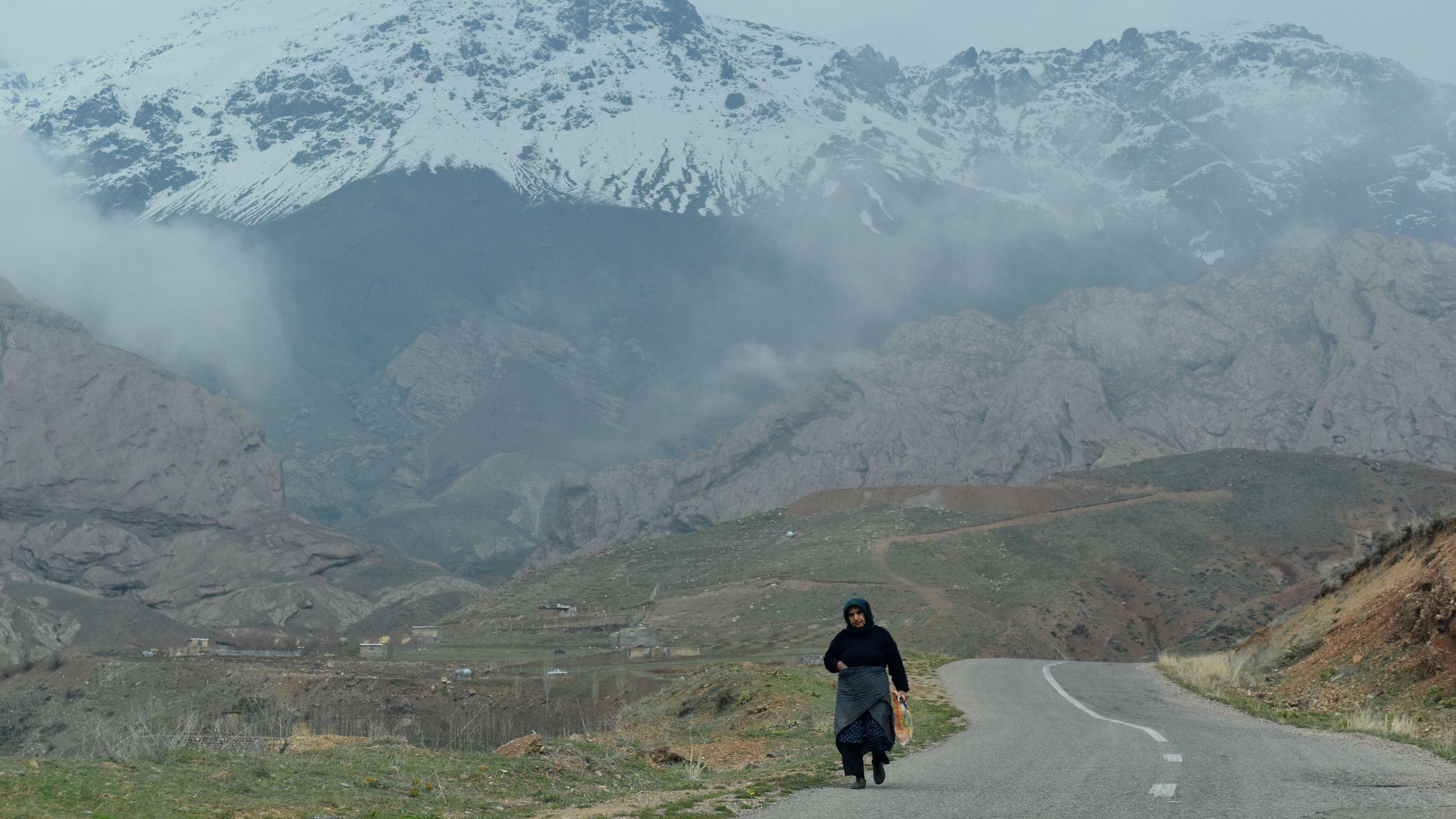 Iran-NW-Alamut-old-woman.jpg