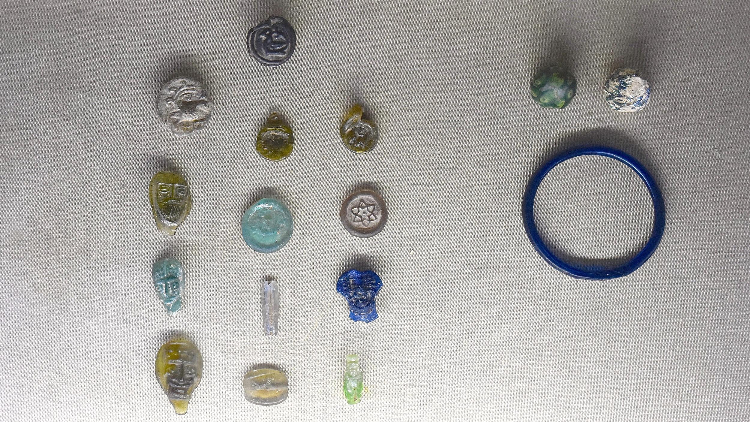 Iran-Tehran-Glass-Ceramics-Museum-jewellery.jpg