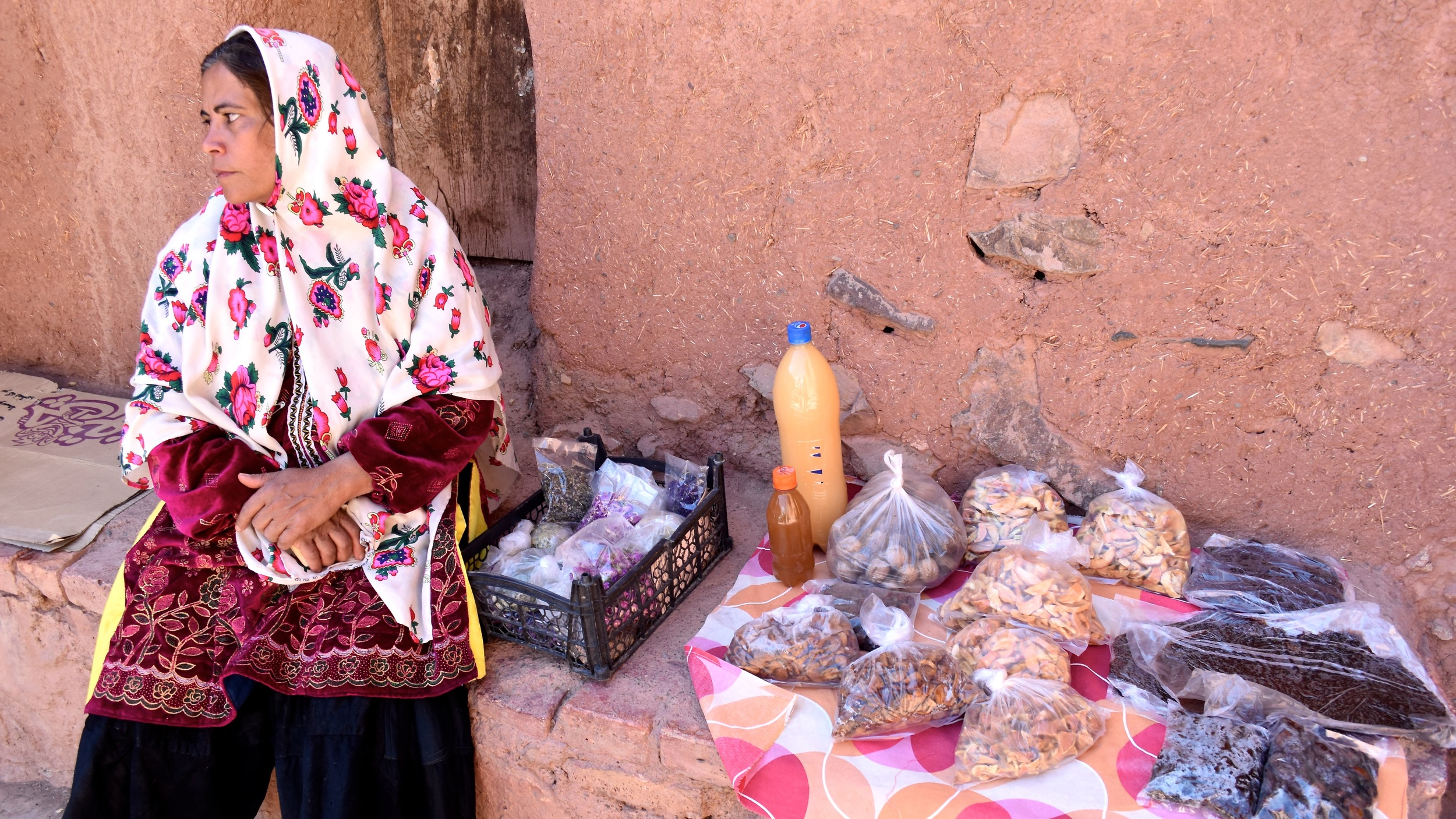 Iran-Abyaneh-woman.jpg
