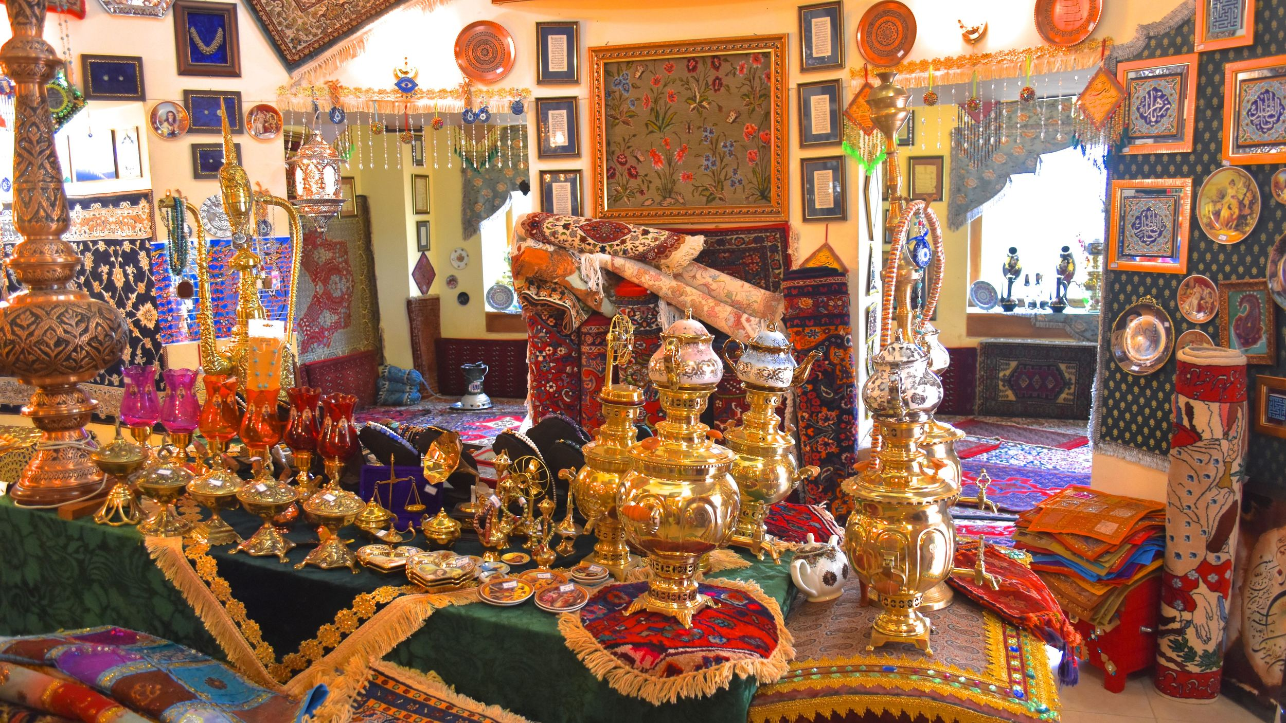 Iran-Bisotun-teahouse.jpg