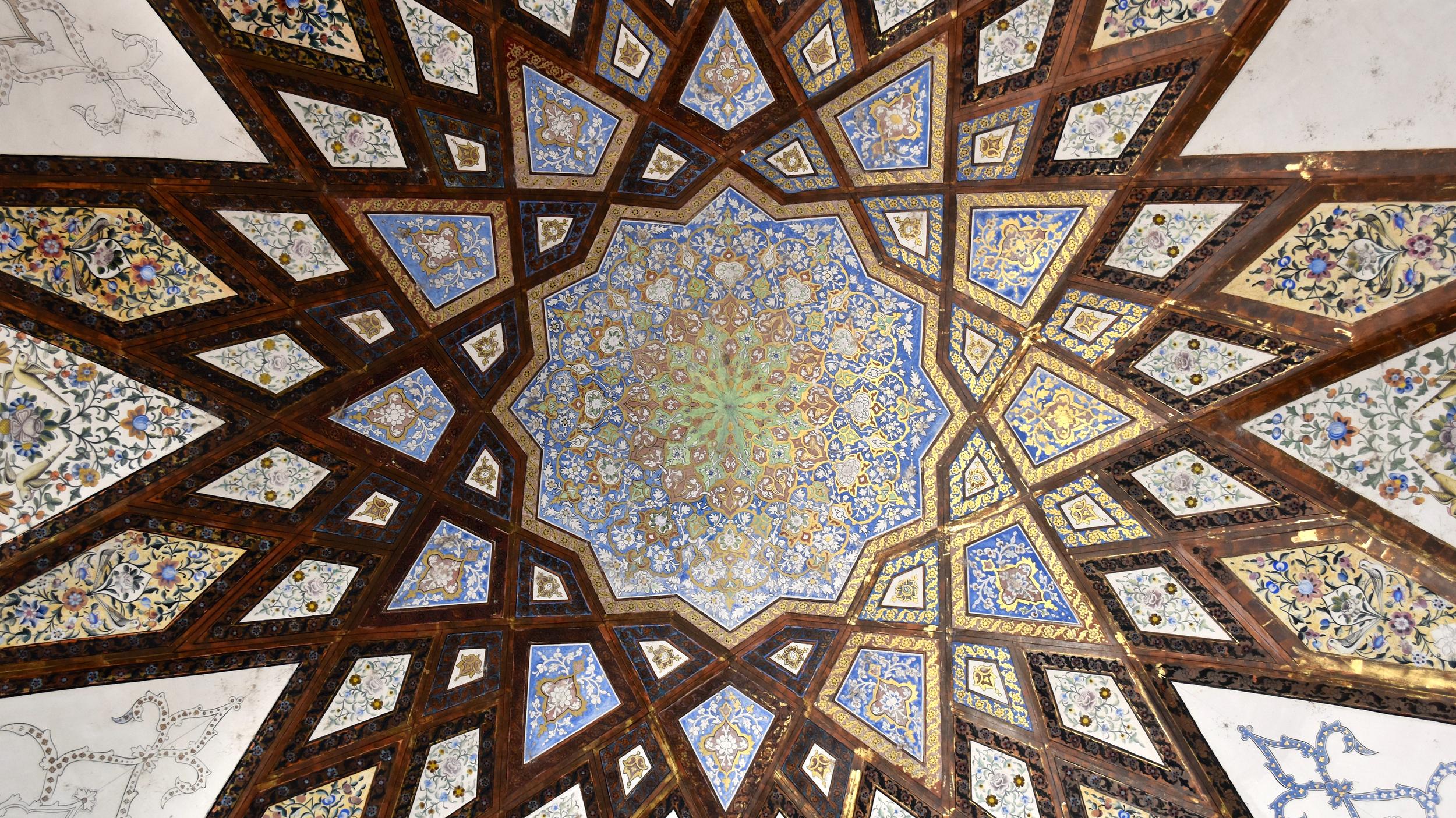 Iran-Kashan-Fin-Garden-dome.jpg