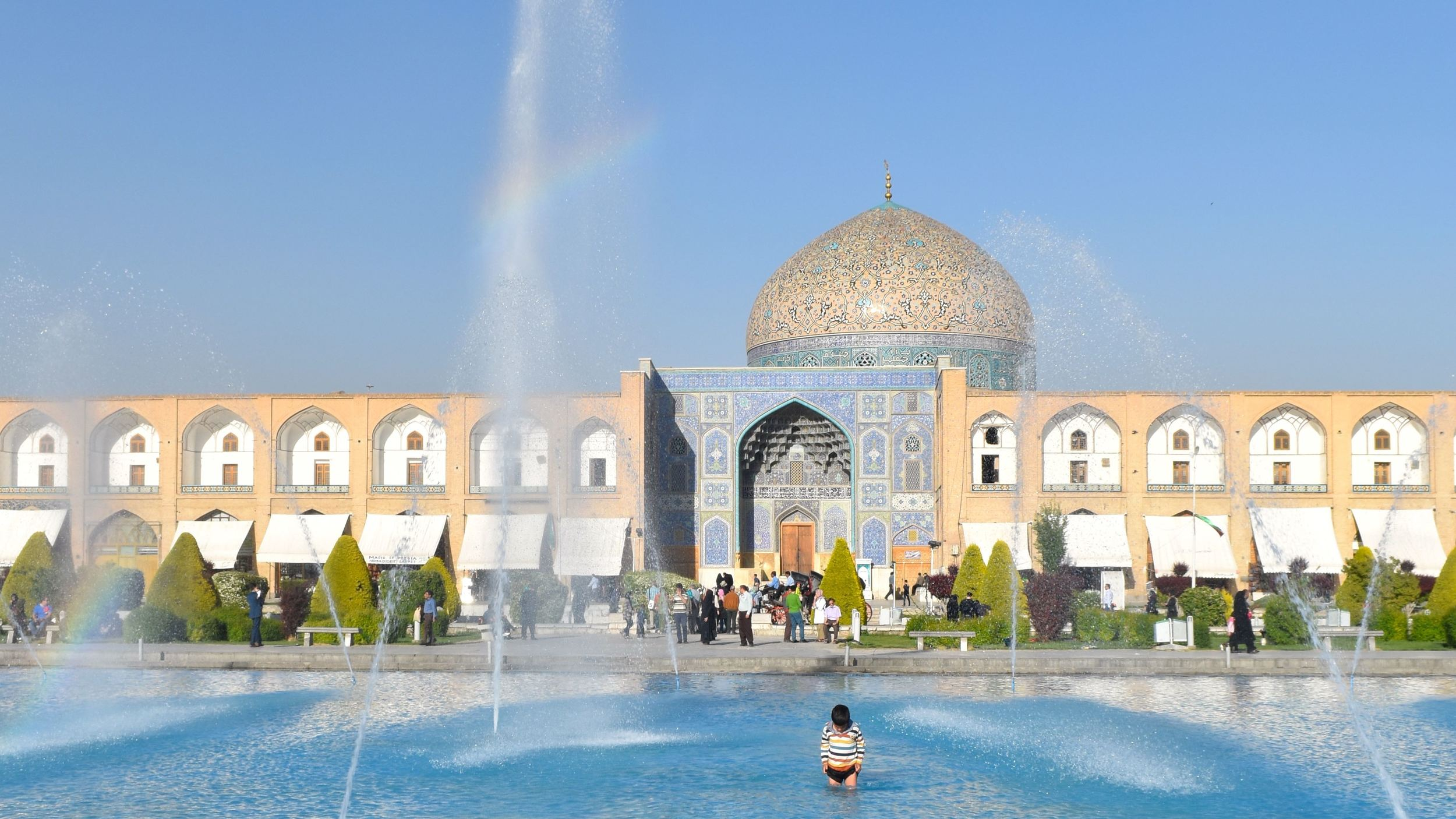 Iran-Isfahan-square-pool-kid