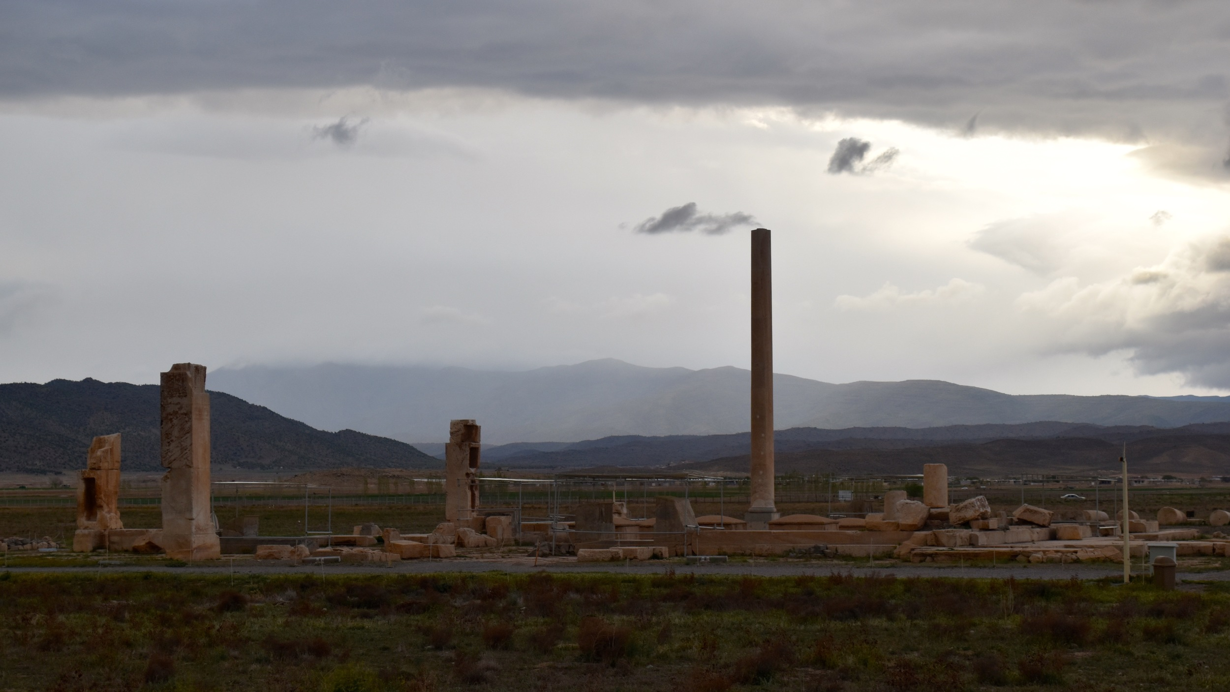 Iran-Pasargadae-columns