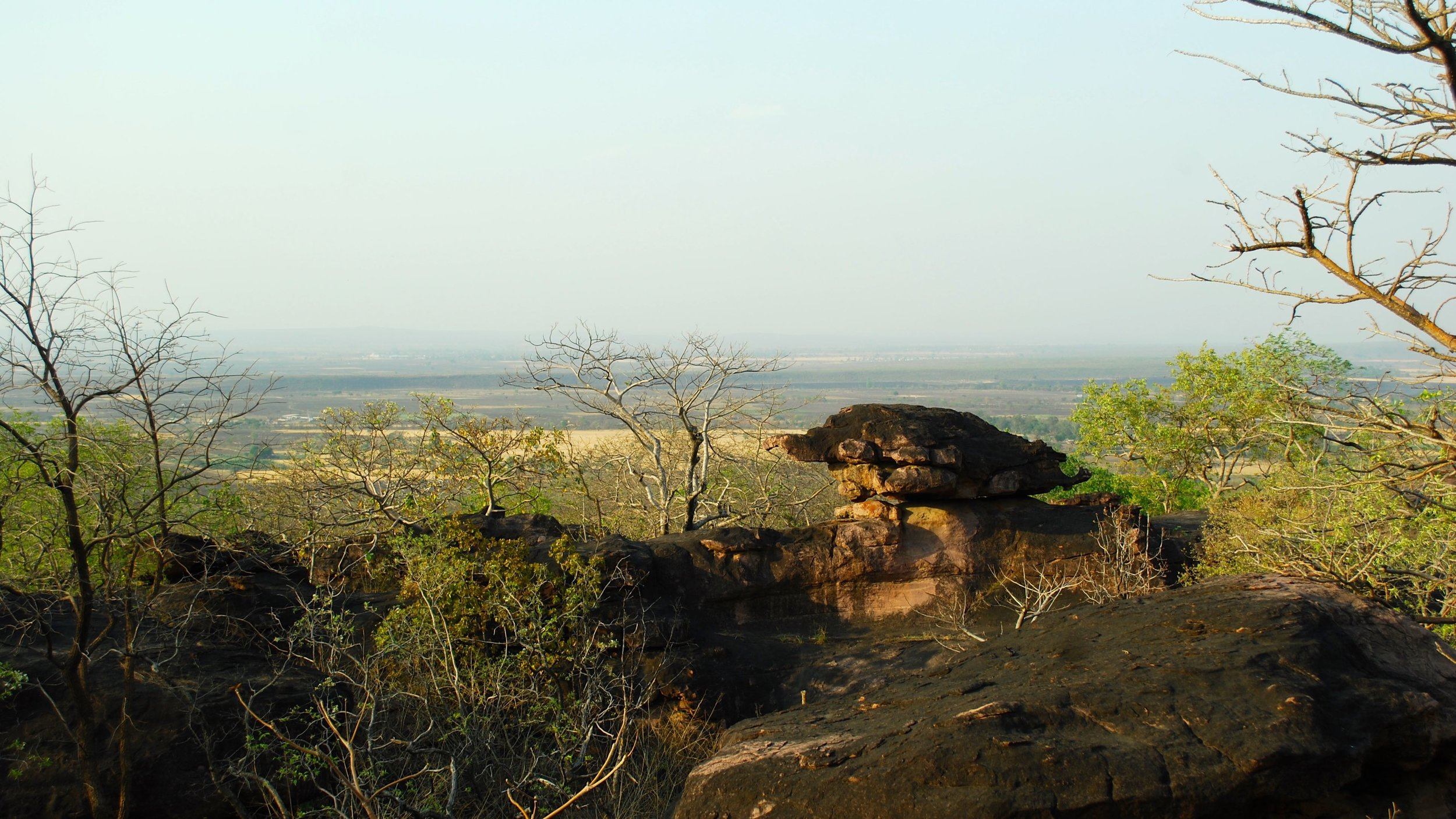 India-Madhya-Pradesh-Bhimbetka-view.jpg