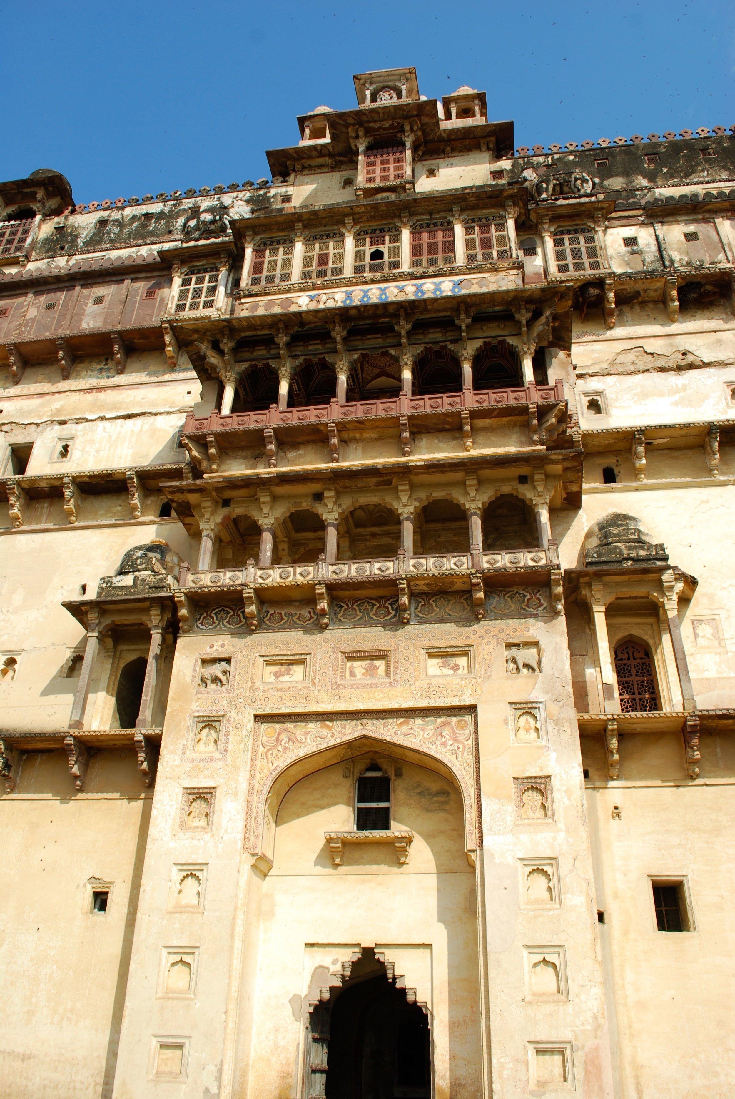 India-Madhya-Pradesh-Datia-palace-gat.jpg