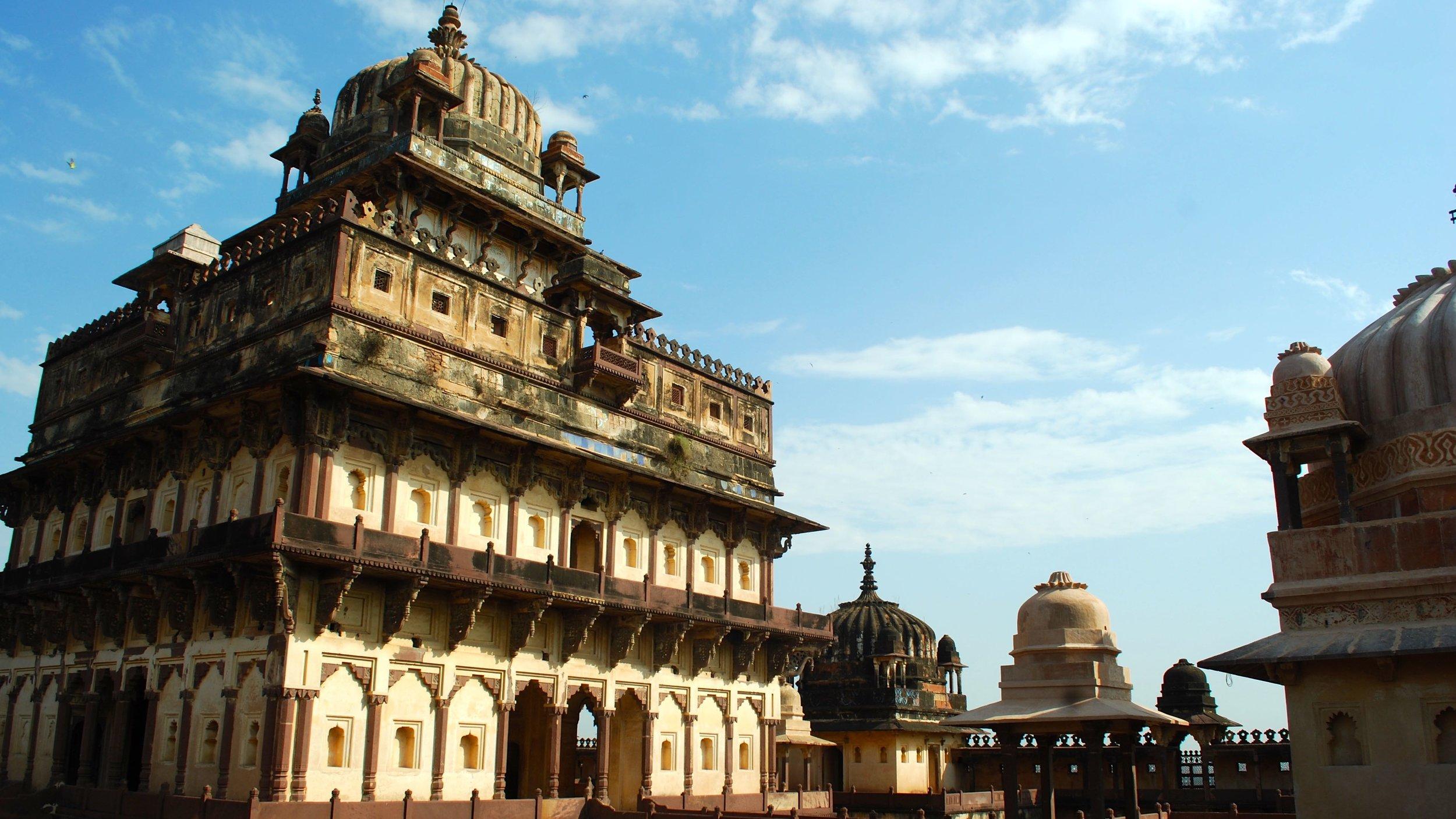 India-Madhya-Pradesh-Datia-palace-interior.jpg