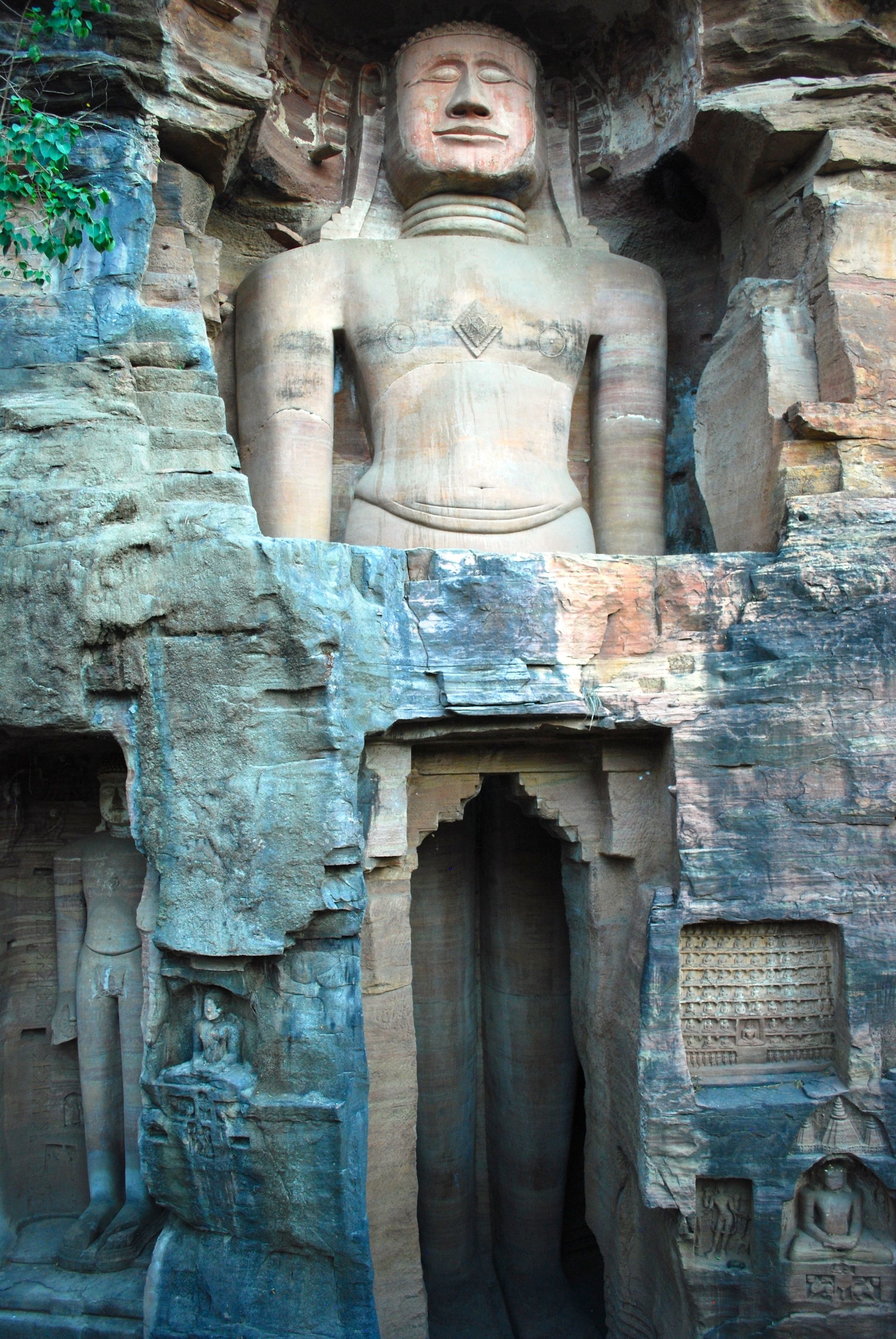 India-Madhya-Pradesh-Gwalior-Jain-carvings.jpg