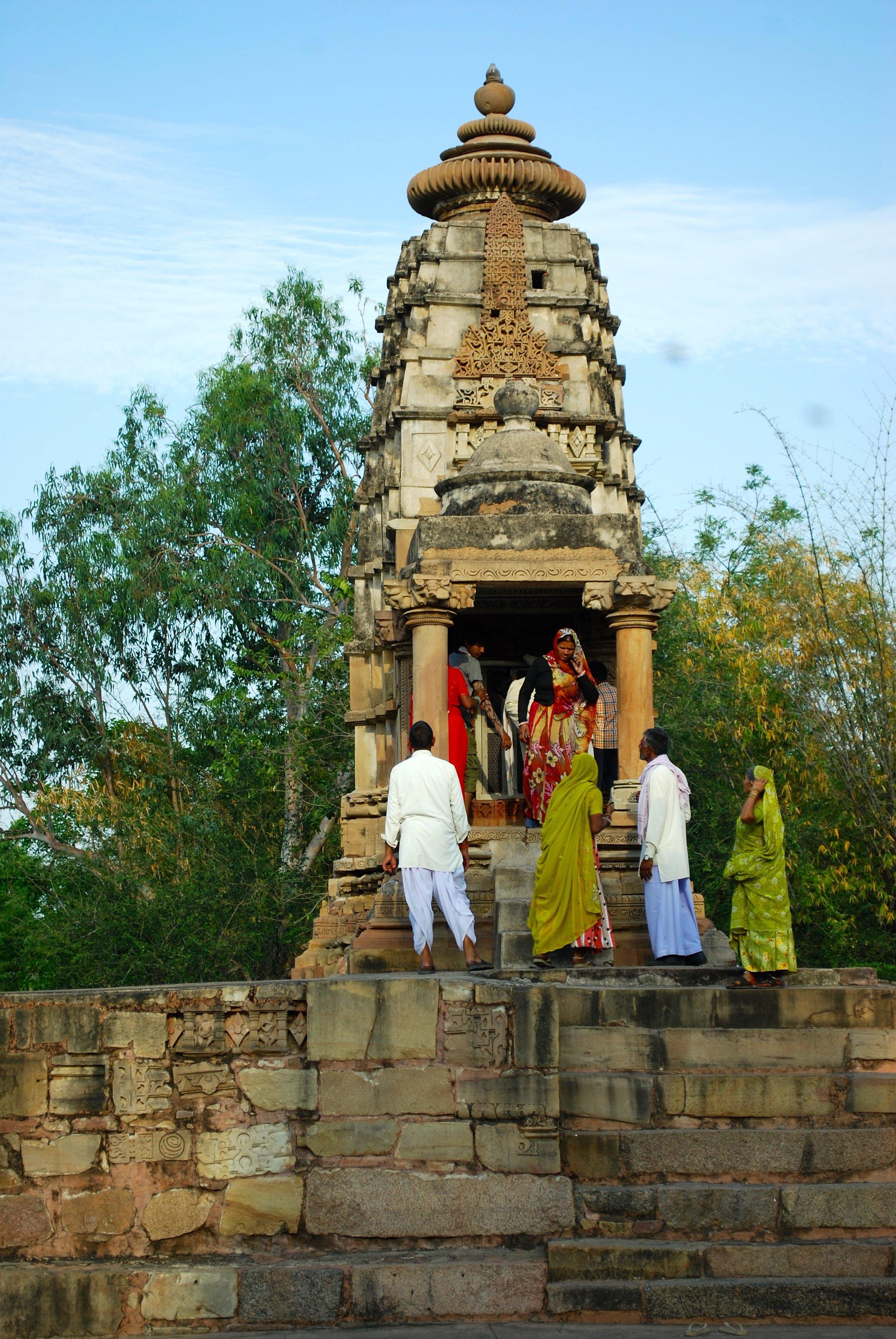India-Madhya-Pradesh-Khajuraho-sari.jpg