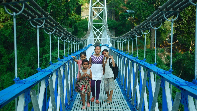 India-Glenburn-bridge-kids.jpg
