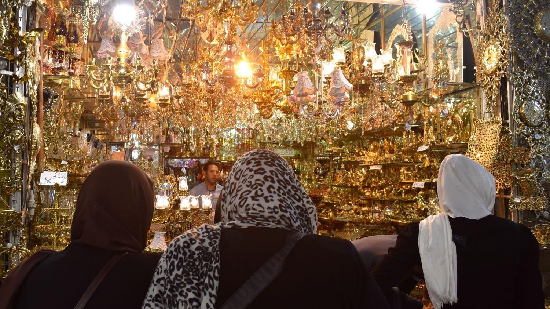 Iran-Tehran-Grand-Bazaar-light-shop