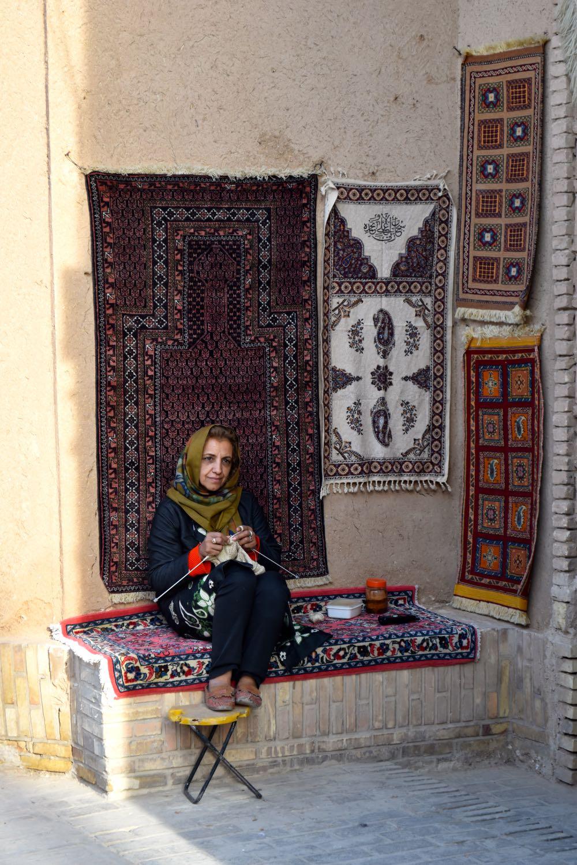 Iran-Yazd-old-city-woman