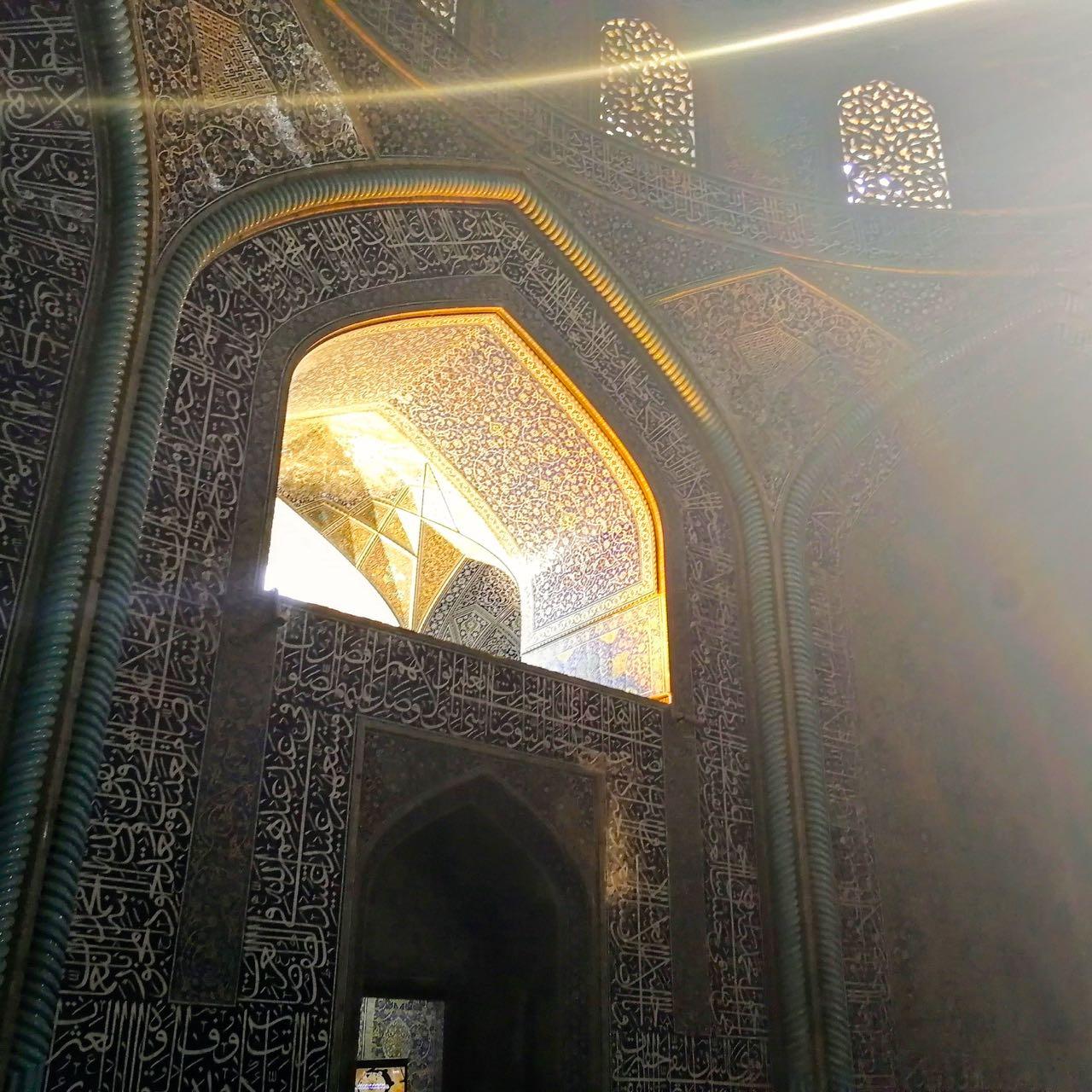 Iran-Esfahan-Sheikh-Lotfallah-Mosque.jpg