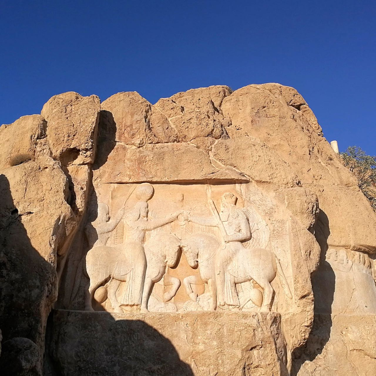 Iran-Persepolis-Necropolis-carving.jpg