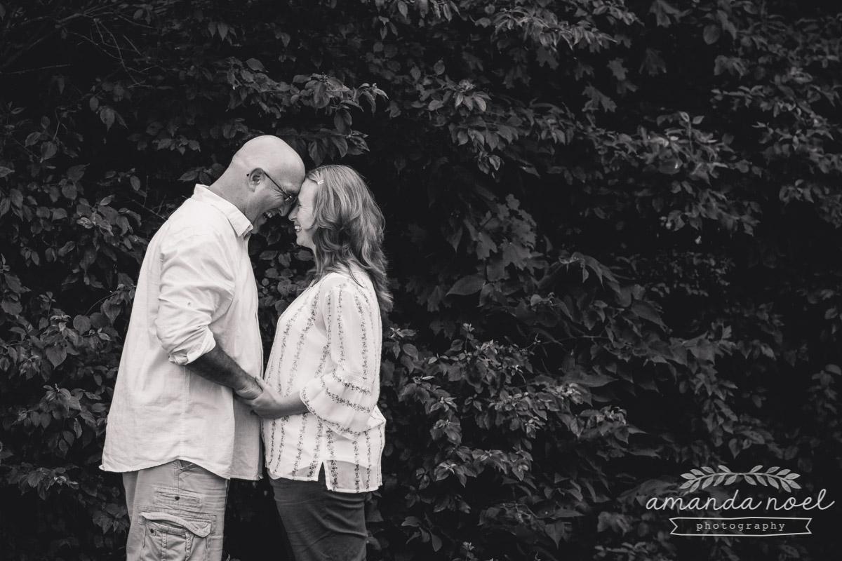 parents-portrait-love-couple-black-and-white