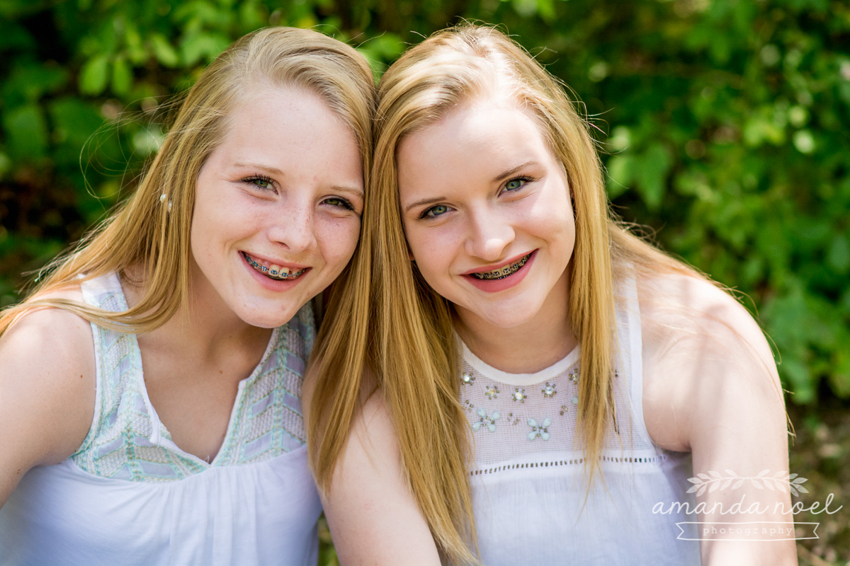Springfield OH Lifestyle Family Photographer | Amanda Noel Photography | mom and extended family teenage twin girls adult children
