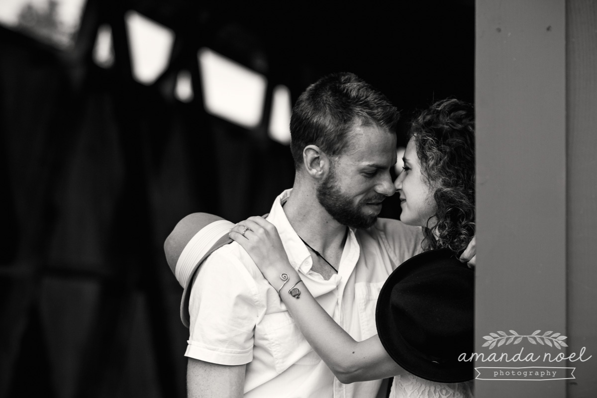 Springfield OH Engagement Photographer | Amanda Noel Photography | stylish lifestyle engagement session covered bridge and field at sunset black and white