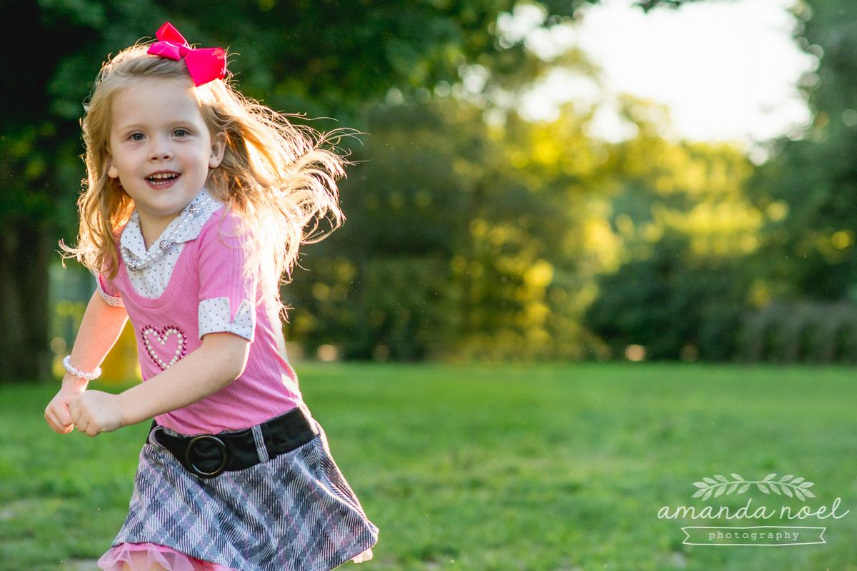 springfield ohio lifestyle family photographer | Amanda Noel Photography | twin girls 4th birthday | girl running in park