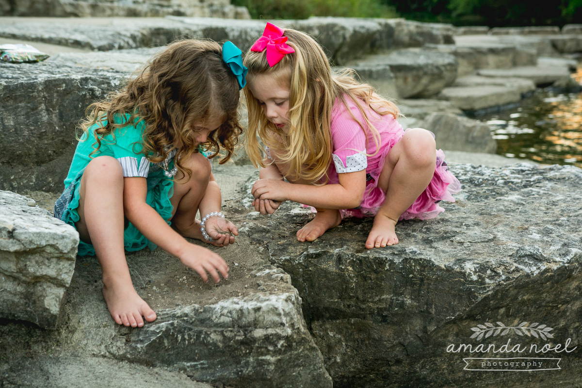 springfield ohio lifestyle family photographer | Amanda Noel Photography | twin girls 4th birthday | girls collecting rocks by water