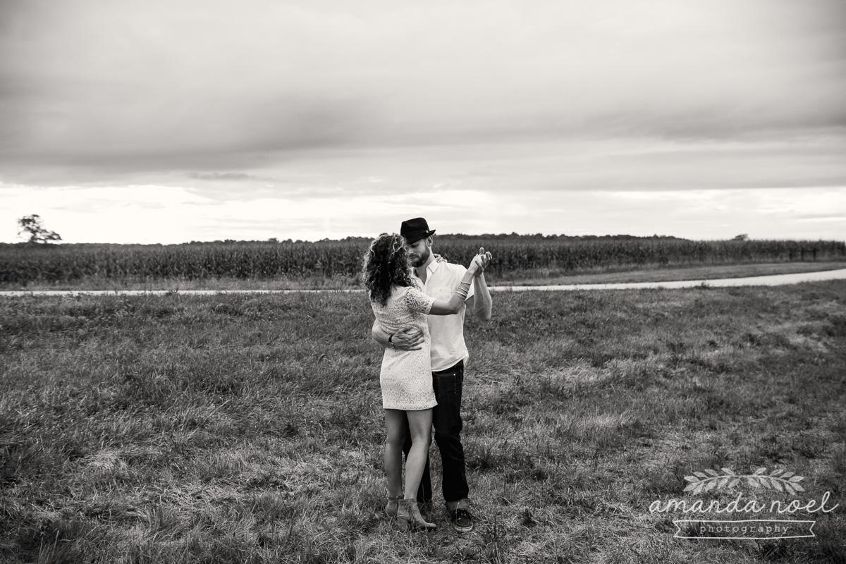 Springfield Lifestyle Engagment Photographer | Amanda Noel Photography | sunset field couple session