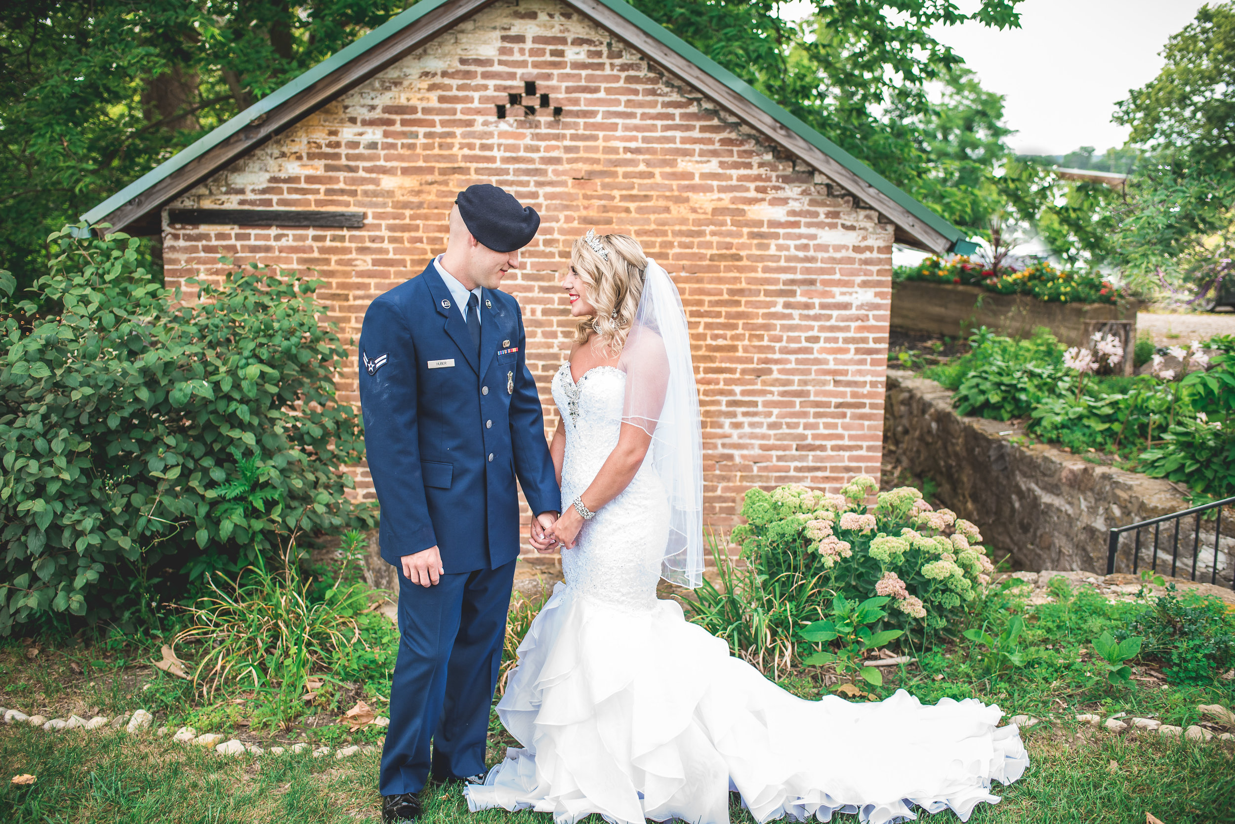 summer-wedding-Simon-Kenton-Inn-brick-house-bride-and-groom-portrait