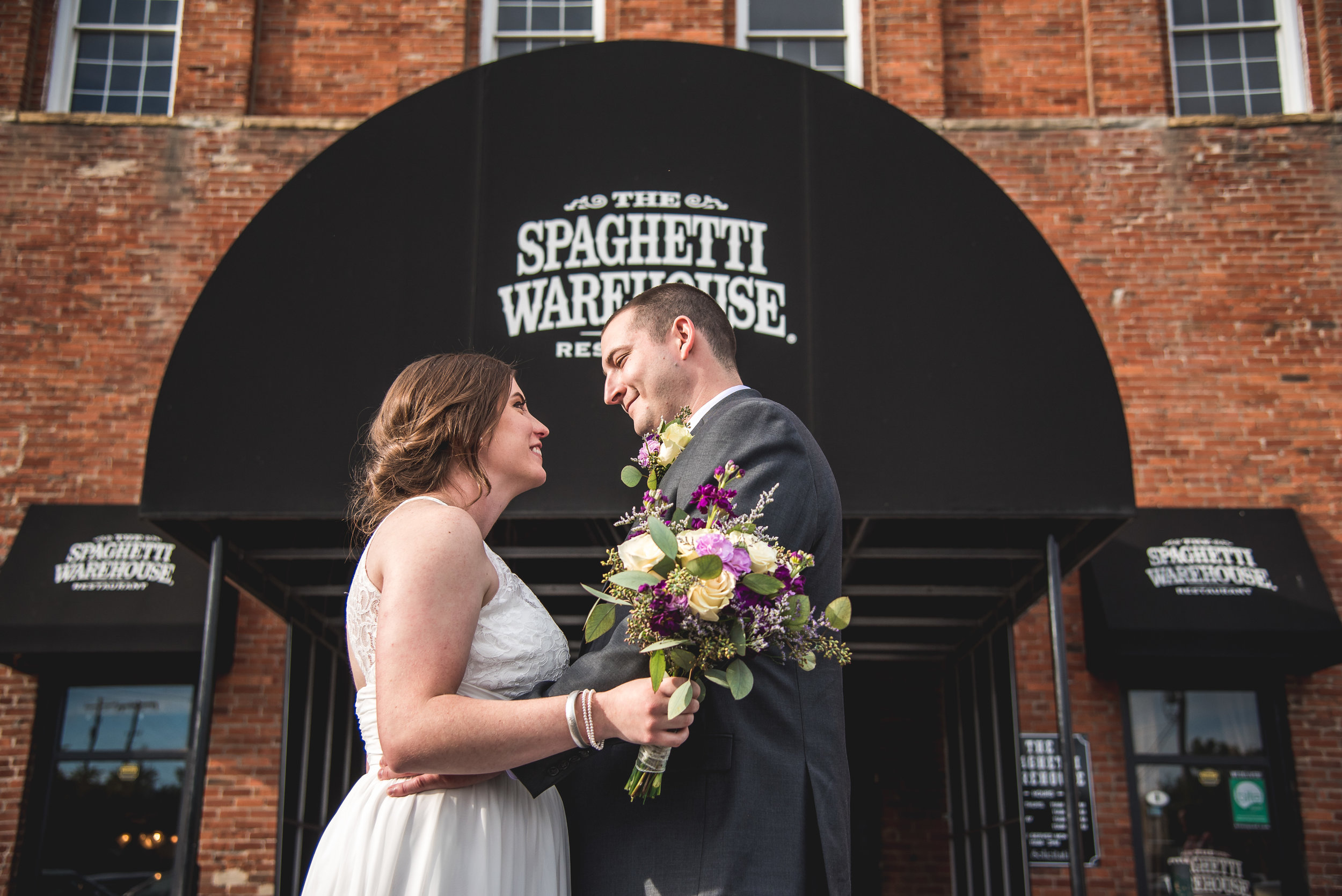 Columbus Ohio Wedding photographer | Amanda Noel Photography | married in the Spaghetti Warehouse