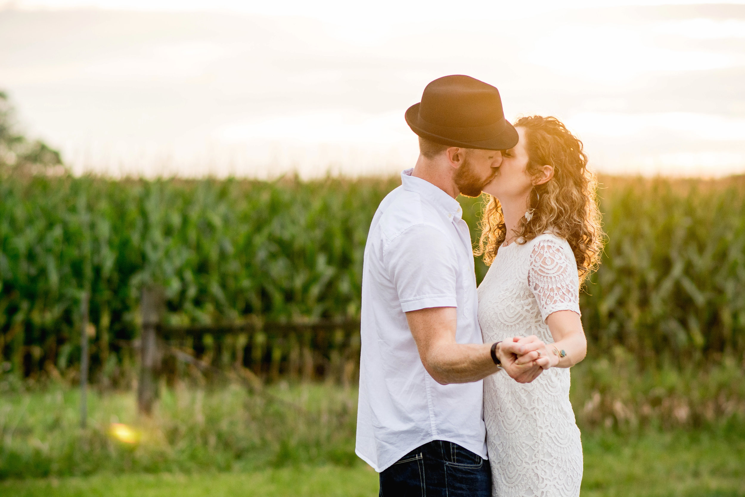 Columbus Ohio Wedding Photography | sunset engagement in a field