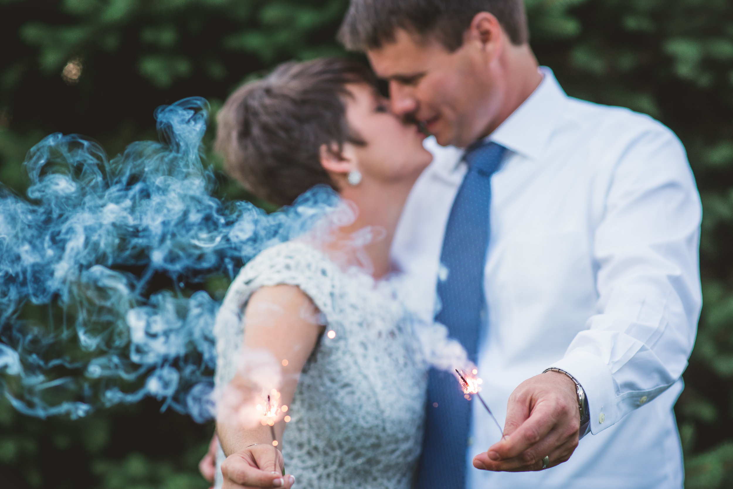 Columbus Ohio Wedding Photography | kiss with sparklers