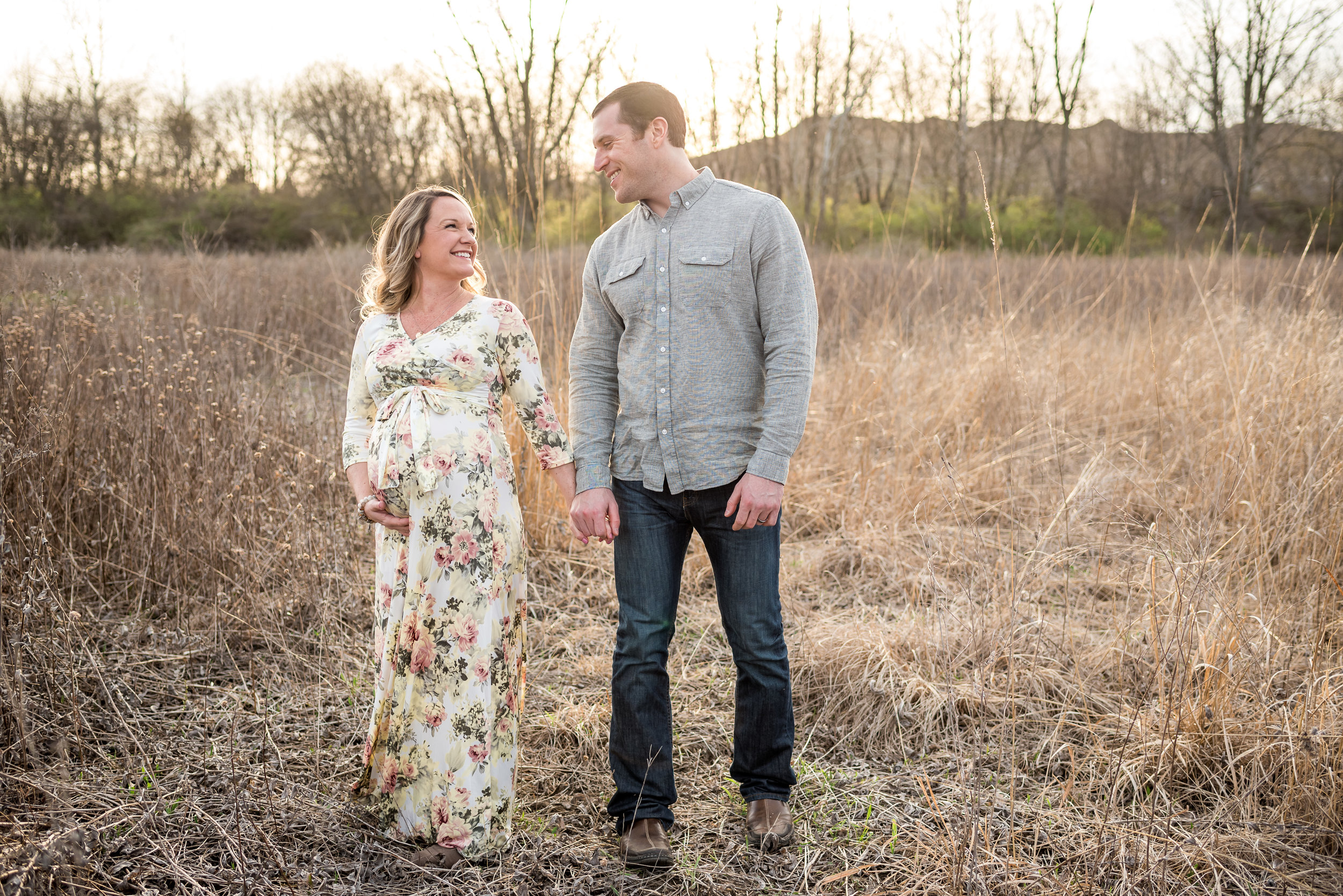 Worly-spring-maternity-session-at-sunset