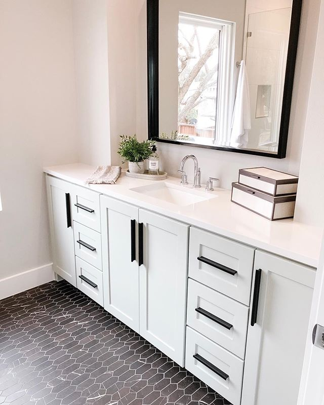 Can I tell you a secret? This marble mosaic floor... is really porcelain! The Marble Attaché collection from #daltile is beautiful and practical too! #tammytrylkointeriors