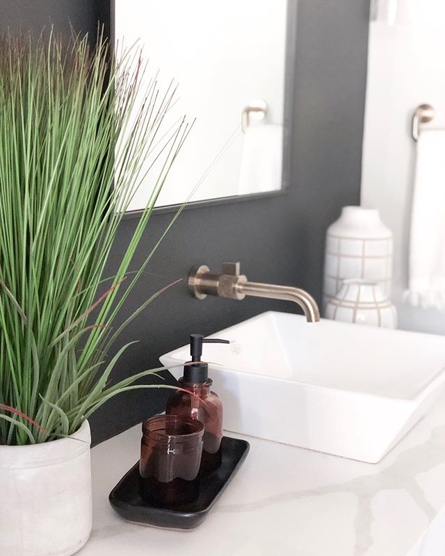 Washing your hands never looked so good with this @brizofaucet luxe gold faucet and @ronbowcorp square vessel sink. #tammytrylkointeriors