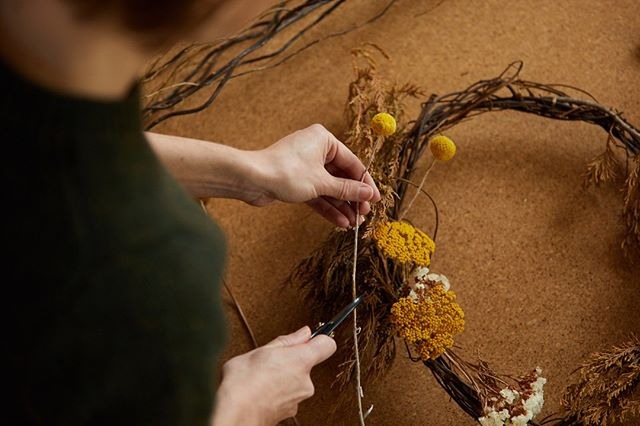 CHRISTMAS WREATH WORKSHOP ⠀⠀⠀⠀⠀⠀⠀⠀⠀ ⠀⠀⠀⠀⠀⠀⠀⠀⠀ Spend a relaxed Sunday afternoon surrounded by flowers creating your own dried floral everlasting wreath. ⠀⠀⠀⠀⠀⠀⠀⠀⠀ ⠀⠀⠀⠀⠀⠀⠀⠀⠀ A more environmentally friendly alternative to floral foam (or plastic wreaths!), Sarah will teach you how to create a beautiful piece that you can hang on your door year after year.⠀⠀⠀⠀⠀⠀⠀⠀⠀ ⠀⠀⠀⠀⠀⠀⠀⠀⠀ 2:30-5.30pm⠀⠀⠀⠀⠀⠀⠀⠀⠀ 8 December 2019⠀⠀⠀⠀⠀⠀⠀⠀⠀ Think Thornbury ⠀⠀⠀⠀⠀⠀⠀⠀⠀ 800 High St, Thornbury VIC 3071, Australia⠀⠀⠀⠀⠀⠀⠀⠀⠀ ⠀⠀⠀⠀⠀⠀⠀⠀⠀ Bookings through @thinkthornbury or via link in my bio : )