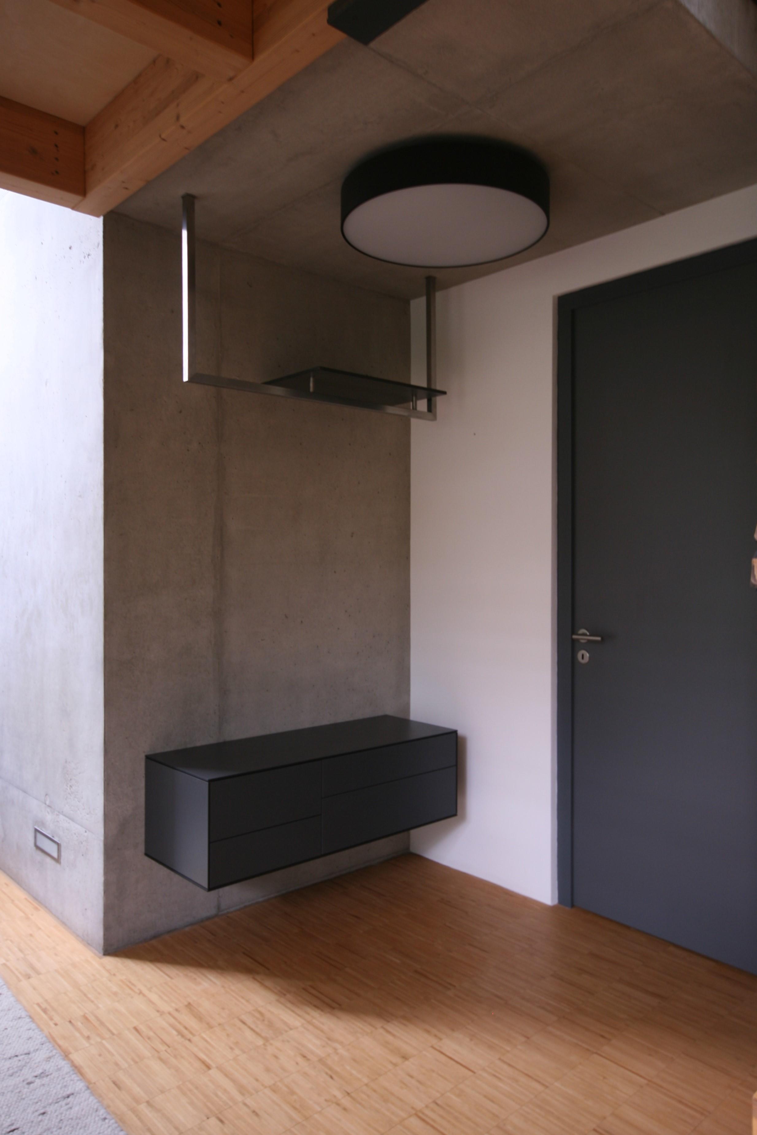 Garderobenmöbel 2.JPG