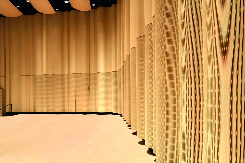 Konzertsaal mit Dukta®-Wandverkleidung