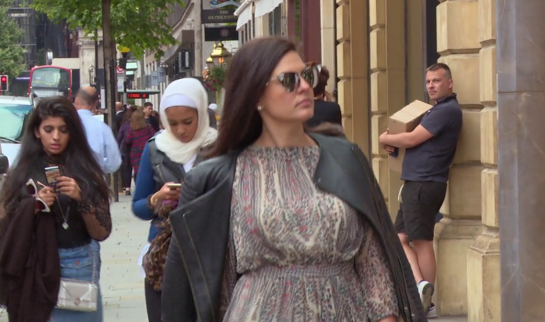 Nicole shopping in London.png