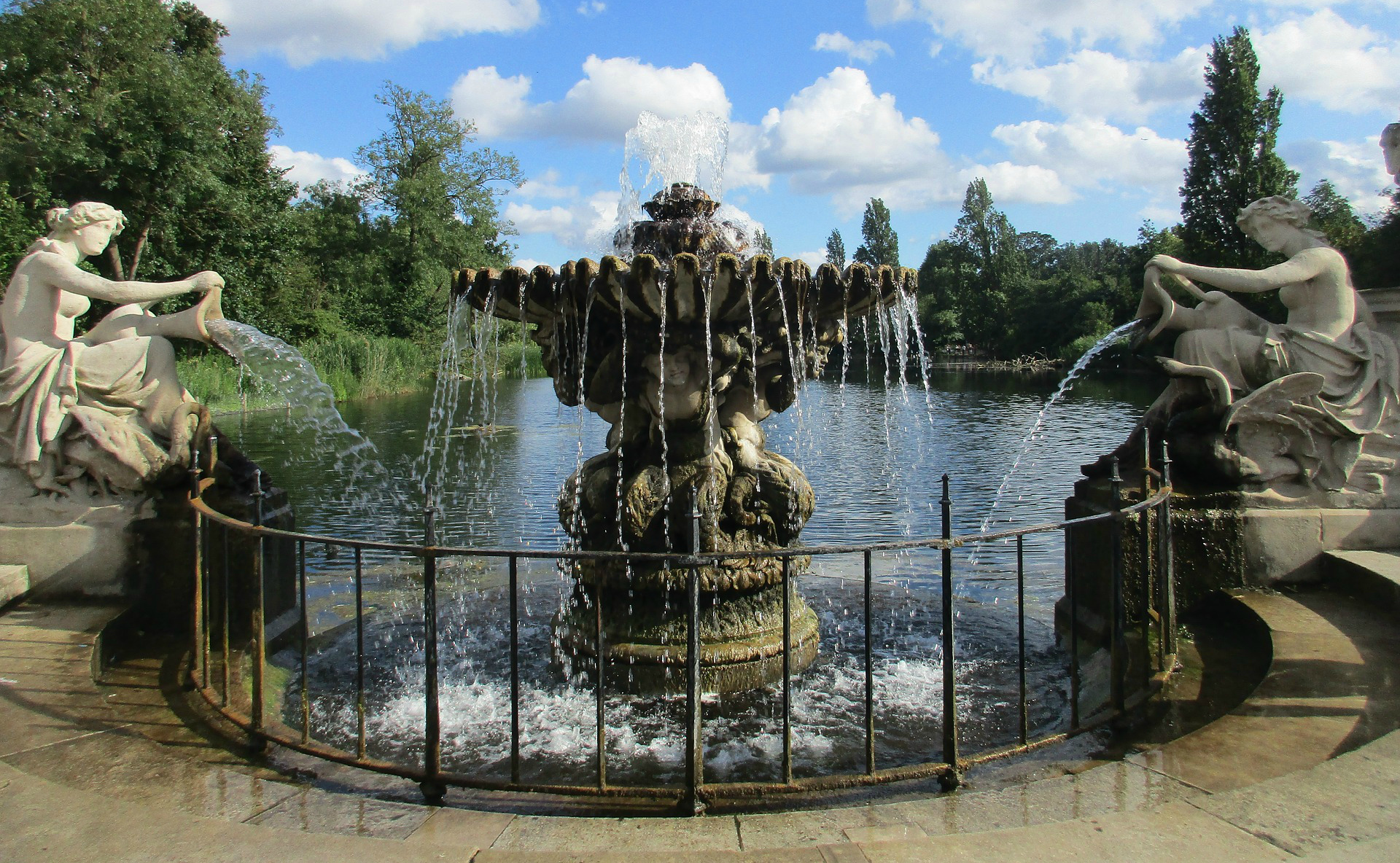Hyde Park London - The Best Free Things to Do in London - Free Museums, Free Entertainment and Free Tourist Attractions in London
