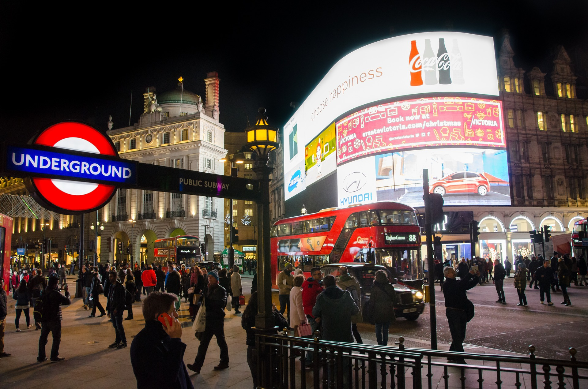Visit Picadilly Circus at Night - The Best Free Things to Do in London - Free Museums, Free Entertainment and Free Tourist Attractions in London England
