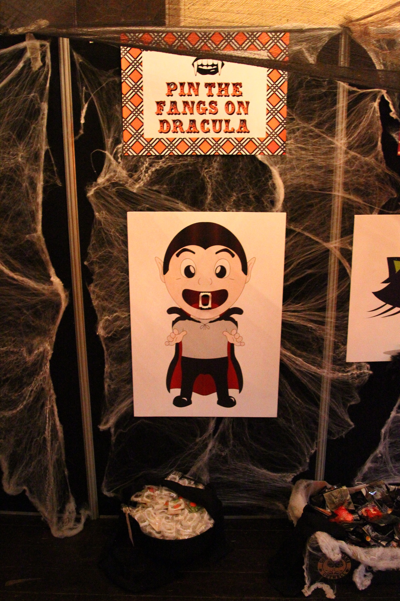 Free Halloween Game Printables - Pin the Fangs on Dracula