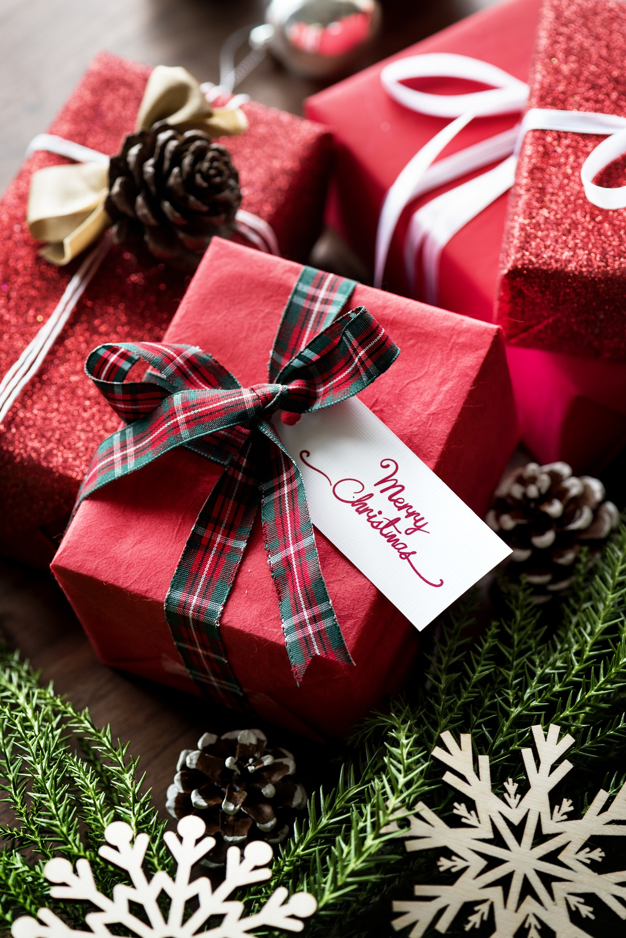 Christmas Gift Wrapping Tips - Use Different Coloured Ribbons for Different Recipients