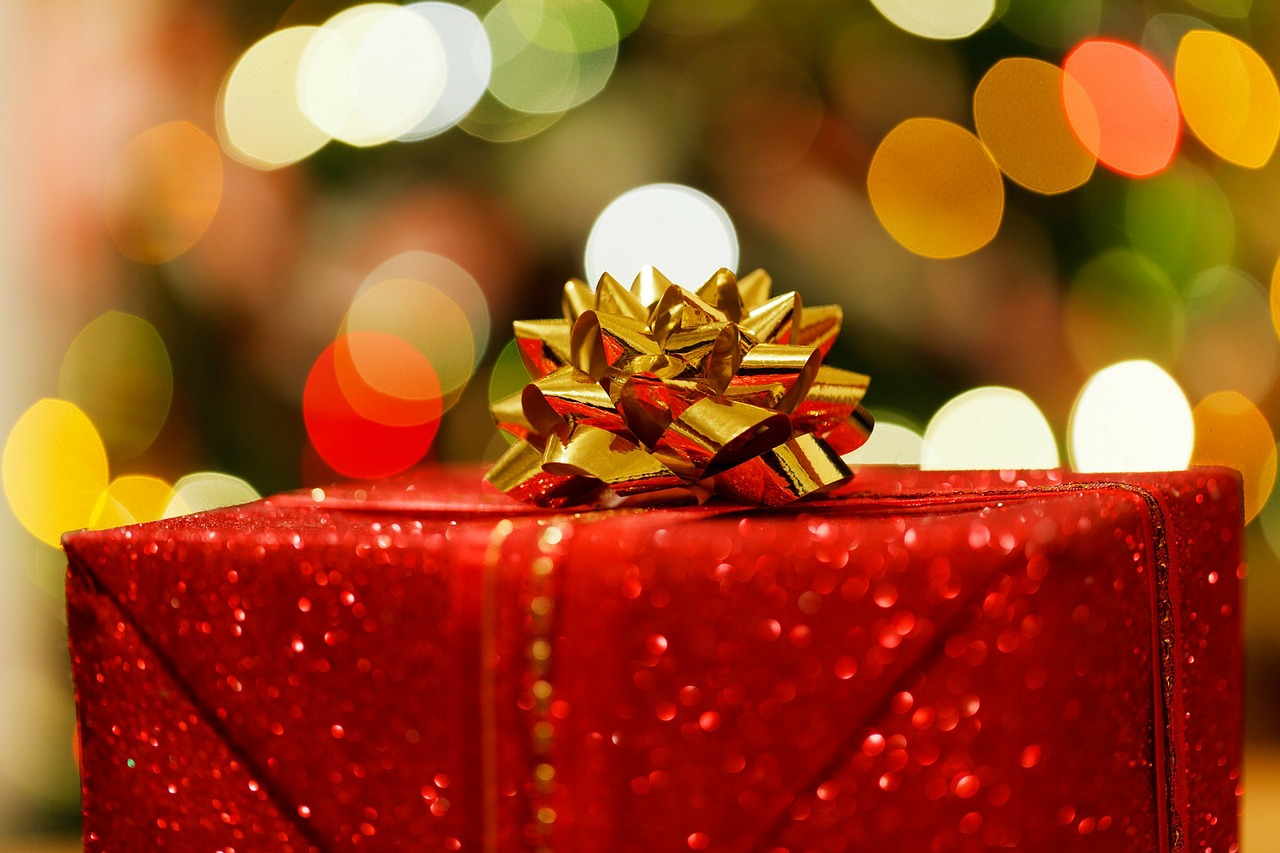 Christmas Gift Wrapping Tips - Match Your Wrapping to Your Tree