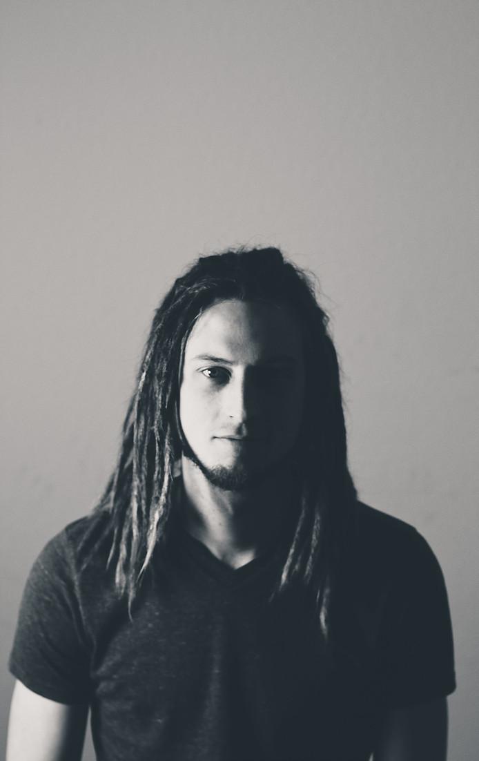 Ben Baxter Jinkins - Lead Vocals & Guitar