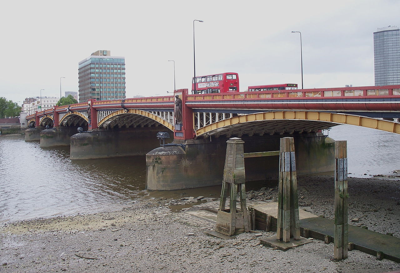 vauxhall bridge.JPG
