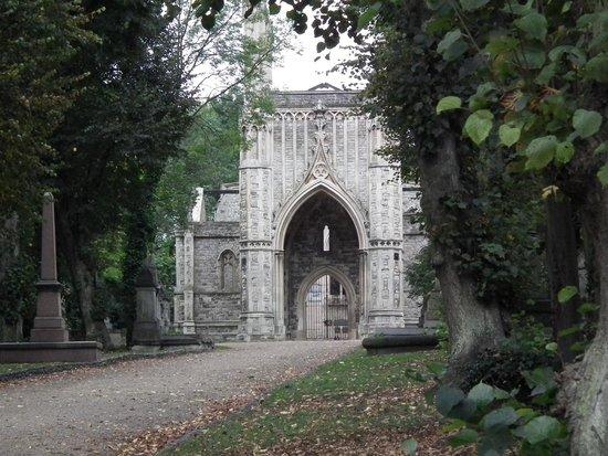nunhead-cemetery-south london club.jpg