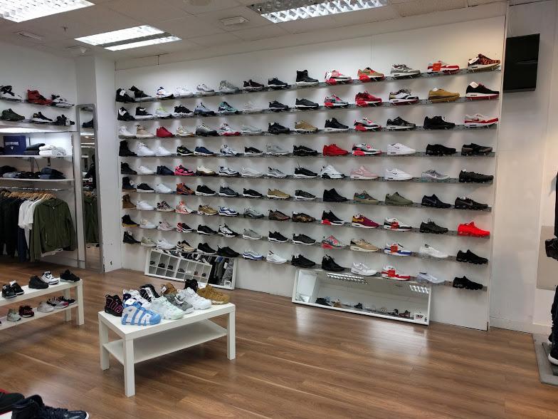 Shoe R.jpg